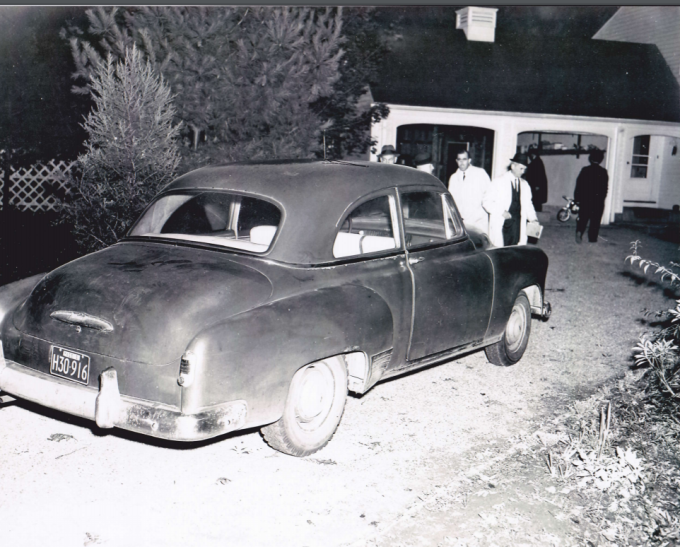 joan-risch-car-driveway